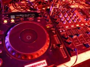 Eine Profesionelle DJ Anlage für den Hozeits DJ